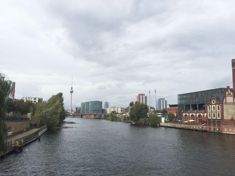 ベルリンのシュプレー川とテレビ塔