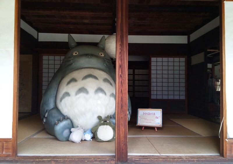 クロスケの家にいる等身大トトロ